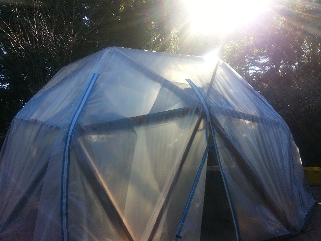 Geodesic-Domes-harness-the-winter-sun